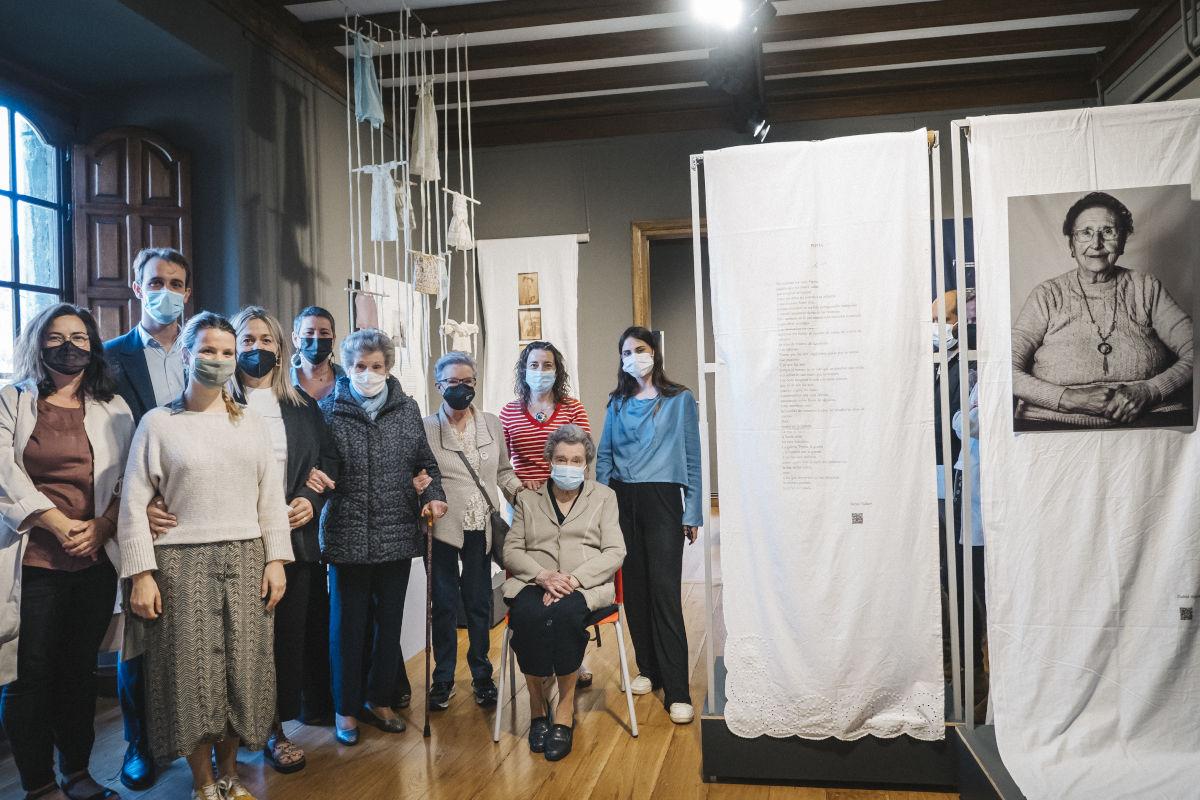 Equipo de la exposición con las trabajadoras de Algodonera San Antonio
