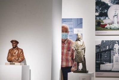 Lorenzo Ascasibar erakusketan / Lorenzo Ascasibar en la exposición
